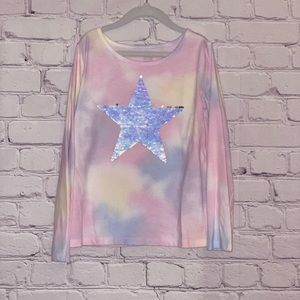 Long sleeved girls top with flip-sequin star decal